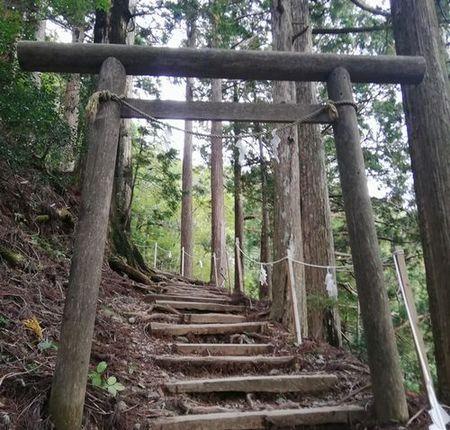 玉置神社山頂へ_s.jpg